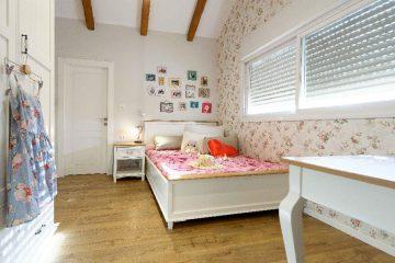 חדר לנערה בעליית הגג